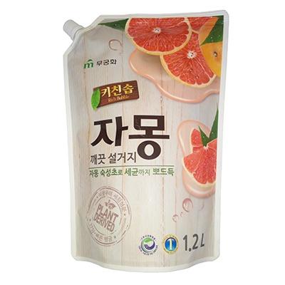 """Mukunghwa Премиальное антибактериальное средство для мытья посуды, овощей и фруктов в холодной воде """"Сочный грейпфрут"""". 1,2 л."""