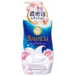 """Cow Brand """"Bouncia"""" : Жидкое увлажняющее мыло для тела """"Взбитые сливки"""", с гиалуроновой кислотой и коллагеном, с элегантным ароматом роскошного белого цветочного мыла, 500 мл."""