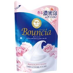 """Cow Brand """"Bouncia"""" : Жидкое увлажняющее мыло для тела """"Взбитые сливки"""", с гиалуроновой кислотой и коллагеном, с элегантным ароматом роскошного белого цветочного мыла, 430 мл, сменная упаковка."""